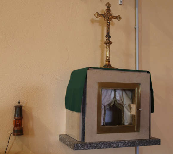 tabernacle ouvert lampe eteinte