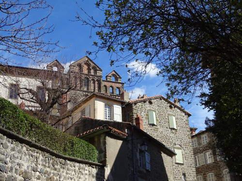 cathedrale-puy-vue-d-une-rue