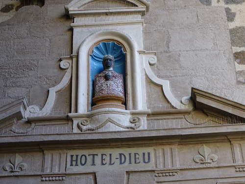statue-hotel-dieu