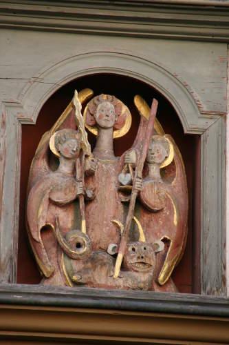 statues-st-michel-dans-rue-du-puy