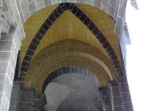 porche-cathedrale-puy