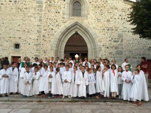 servant d'autel groupe avec enfants de la paroisse ste anne de lizeron