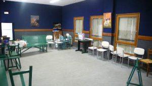 salle rustique tables et chaises
