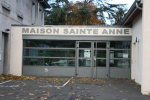 Entrée de la maison Paroissiale Ste Anne rue Louis Comte à Roche la Molière 42