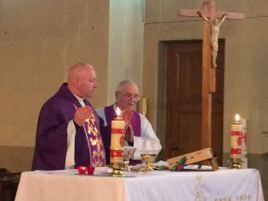 Pretre prière eucharistique lors de la st joseph