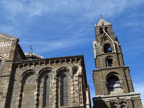 exterieure-cathedrale-puy