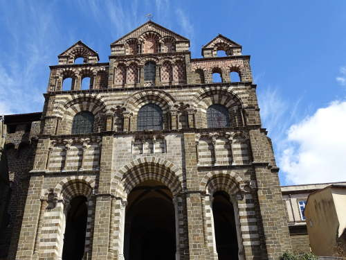 facae-cathedrale-puy