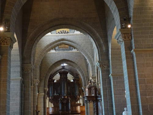 interieure-cathedrale-puy