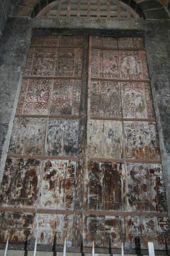 porte-sculptees-cathedrale-puy